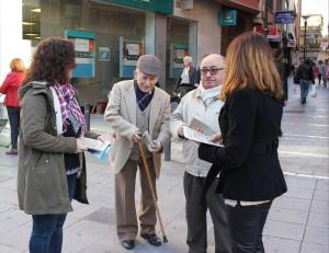 Entrega de material informativo decimo aniversario Ley de Dependencia PSOE