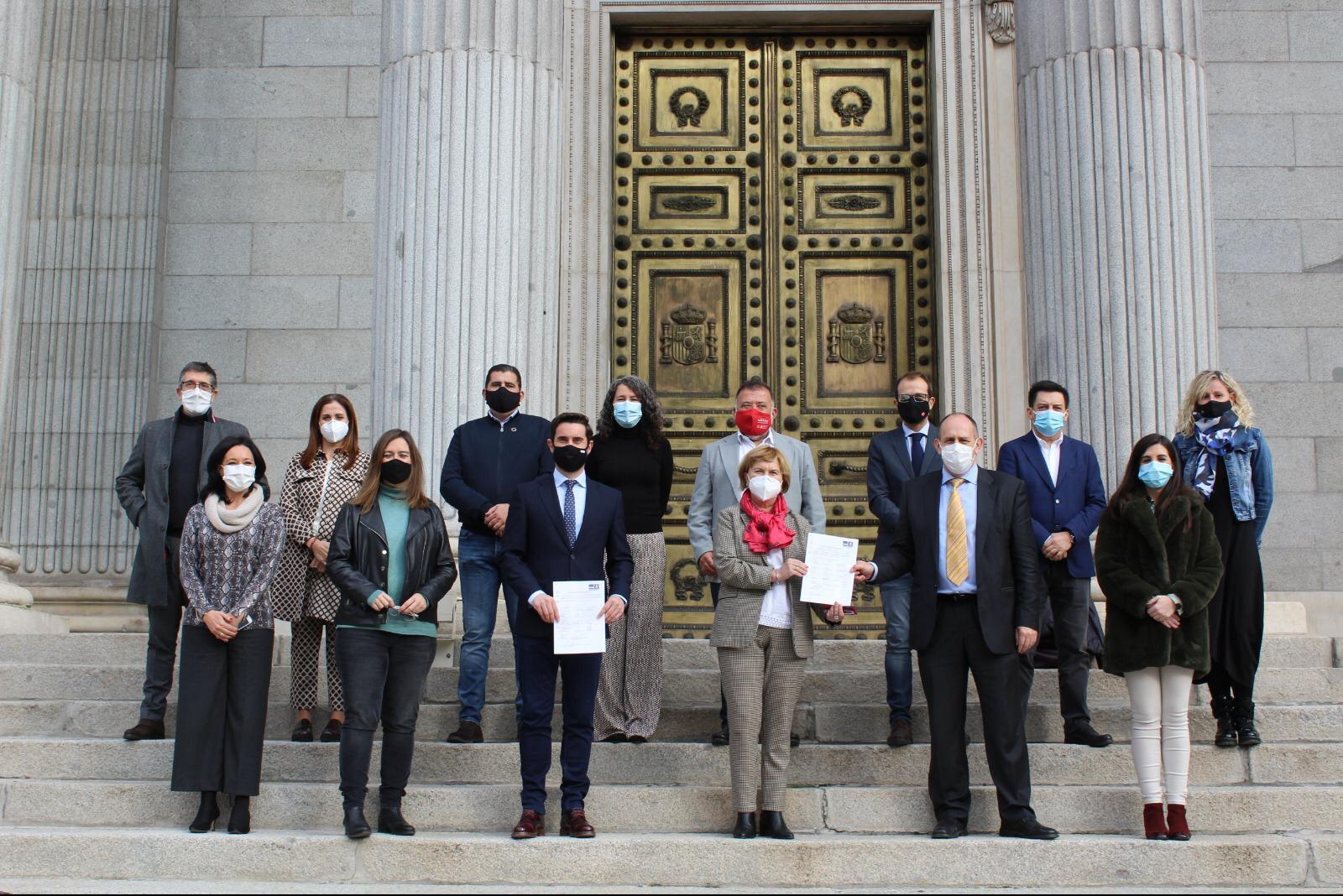 Presentación del Estatuto Basico Municipios de Menor Población a las puertas del Congreso